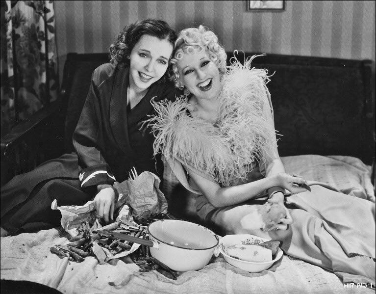 zasu-pitts-and-thelma-todd-laughing-in-bed